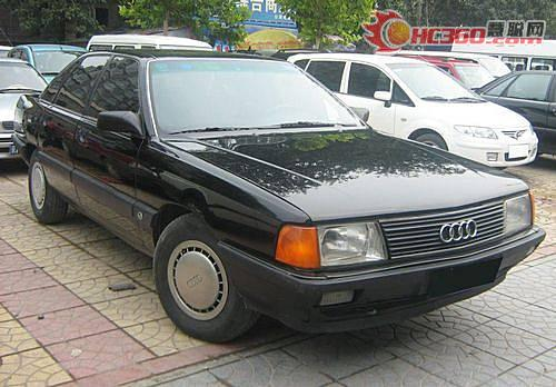 奥迪汽车排气管冒黑烟有汽油味的故障高清图片