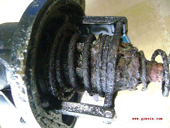 因为燃油继电器和电子节温器,pcm共用熔丝bjb f42,着车观察发动机的