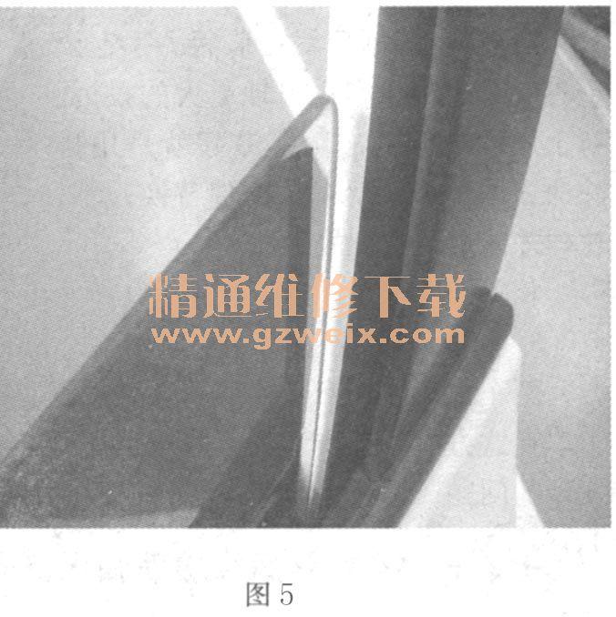 RAV4左前门玻璃升降时脱槽高清图片