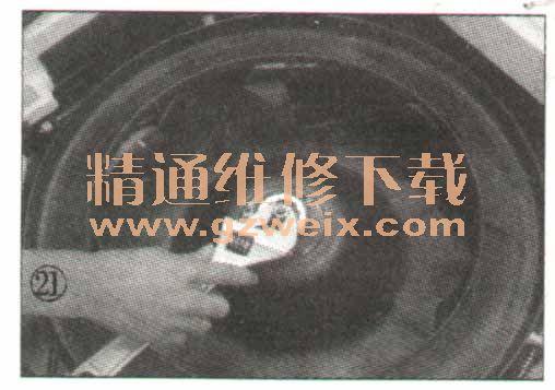 分体嵌入式空调室内机拆卸图解