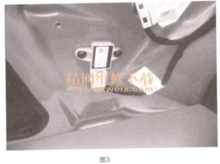 奥迪A4L仪表上安全气囊故障灯偶尔点亮高清图片