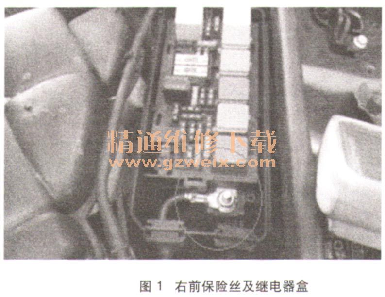 于发动机舱右侧空调进风口前方.-奔驰R350车载电源系统故障检修高清图片