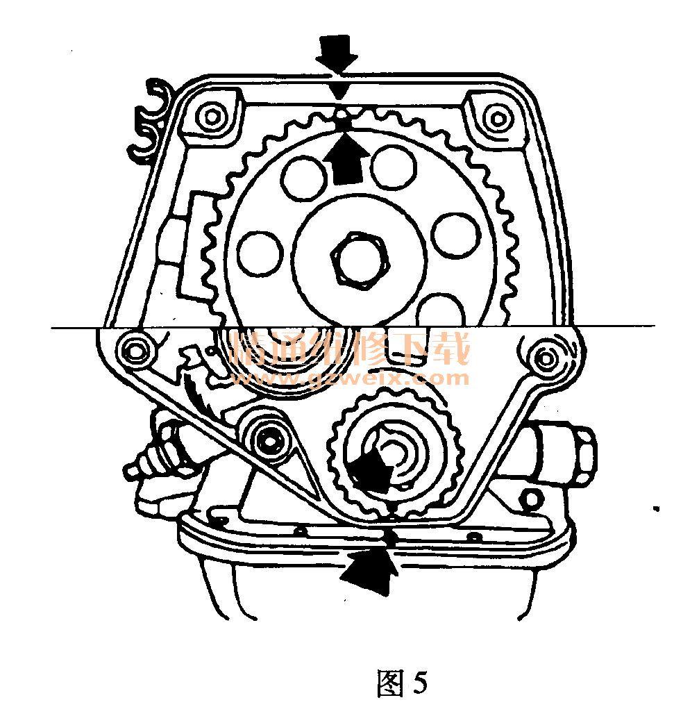 适用2005~2009年雪佛兰赛欧(1.6L C16NE)车型 (一)拆卸方法 (1)断开电池负极电缆。 (2)拆下辅助传动带。 (3)抬高汽车,取下飞轮的盖板,如图2所示。  (4)先用定位销锁住飞轮,然后松开曲轴正时带轮的螺栓,如图3所示。  (5)取下曲轴正时带轮。 (6)取下正时带的前盖。 (7)将正时带张紧轮1向上推至张紧轮的支撑孔3和底座孔2对准,然后插入定位销进行锁定,如图4所示。  8)取下正时带。 (二)安装方法 (1)略微转动凸轮轴,使凸轮轴正时带轮的标记和油泵箱边缘的标志对准,如图5
